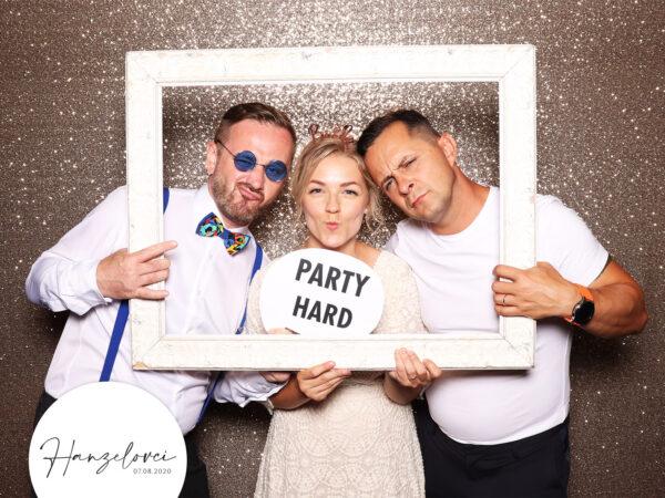 svadba fotokutik holiday inn zilina svadobna fotobudka champagne fotopozadie