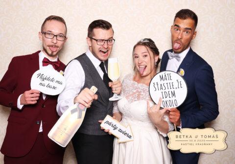 svadba krasňany kaštieľ fotokútik svadobné fotopozadie vintage