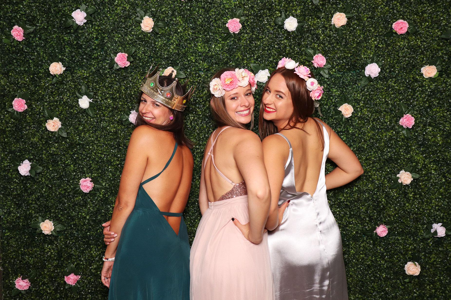 fotostena na svadbu boxwood roses fotokutik