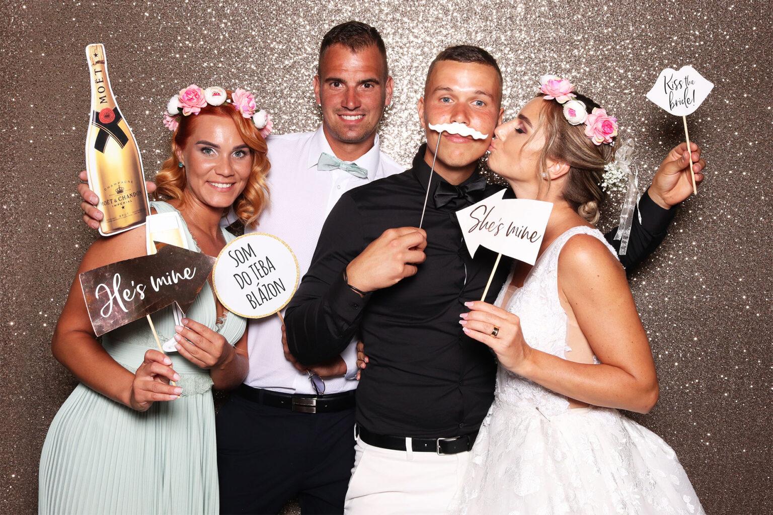 fotostena na svadbu champagne fobudka svadobne fotopozadie FOTOKÚTIK.sk