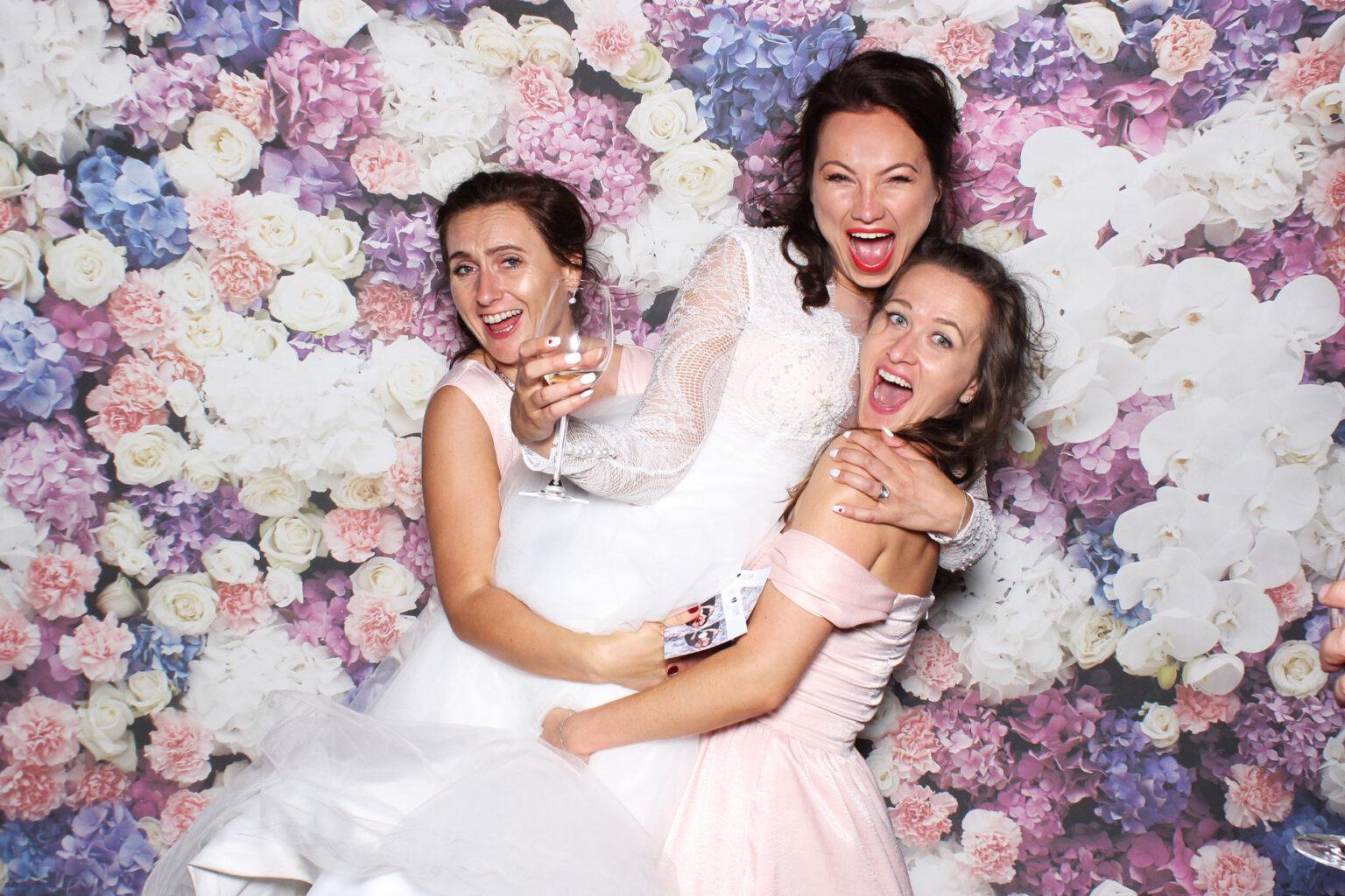 fotokutik na svadbu kvetinova fotostena pozadie svadobne FOTOKÚTIK.sk