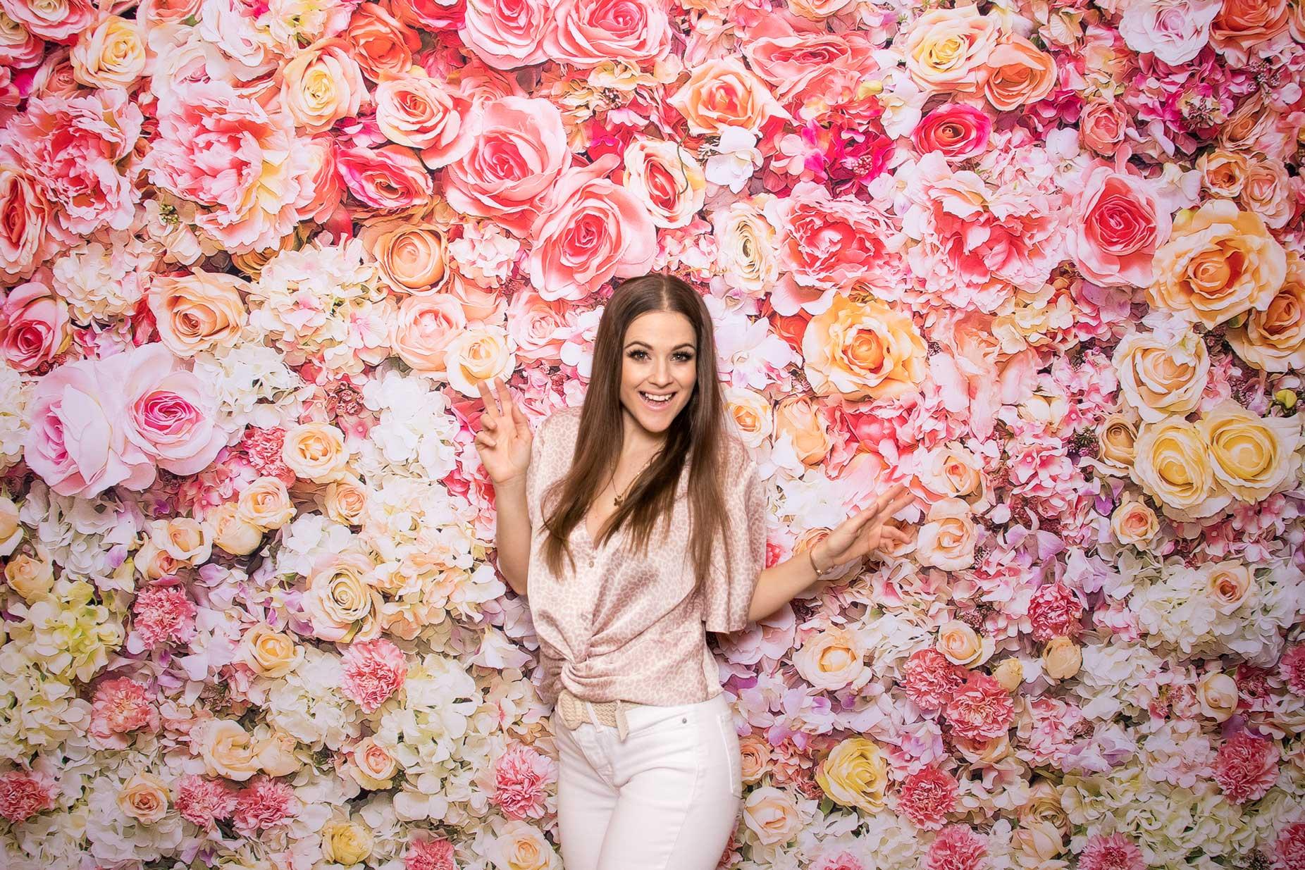 Fotostena Flower wall - svadba - fotokútik.