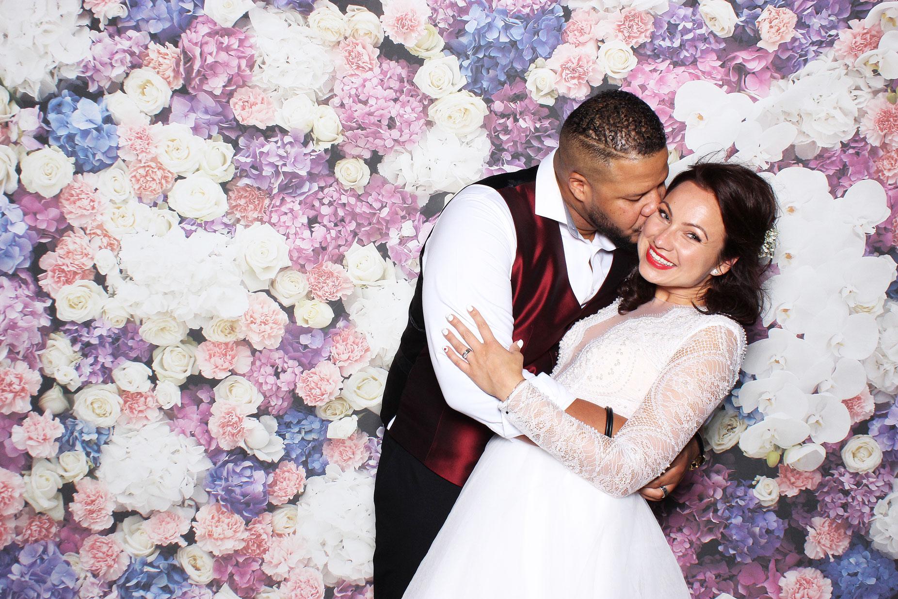 Fotostena Flowers - kvetinové pozadie pre svadobný fotokútik.