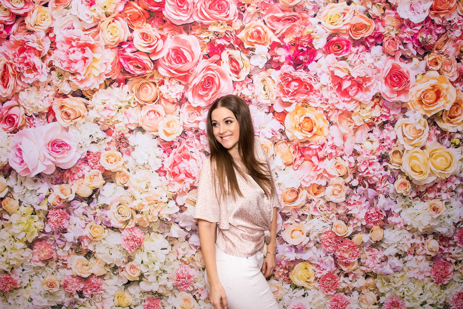Svadobná fotostena - flower wall - fotokútik na svadbu.