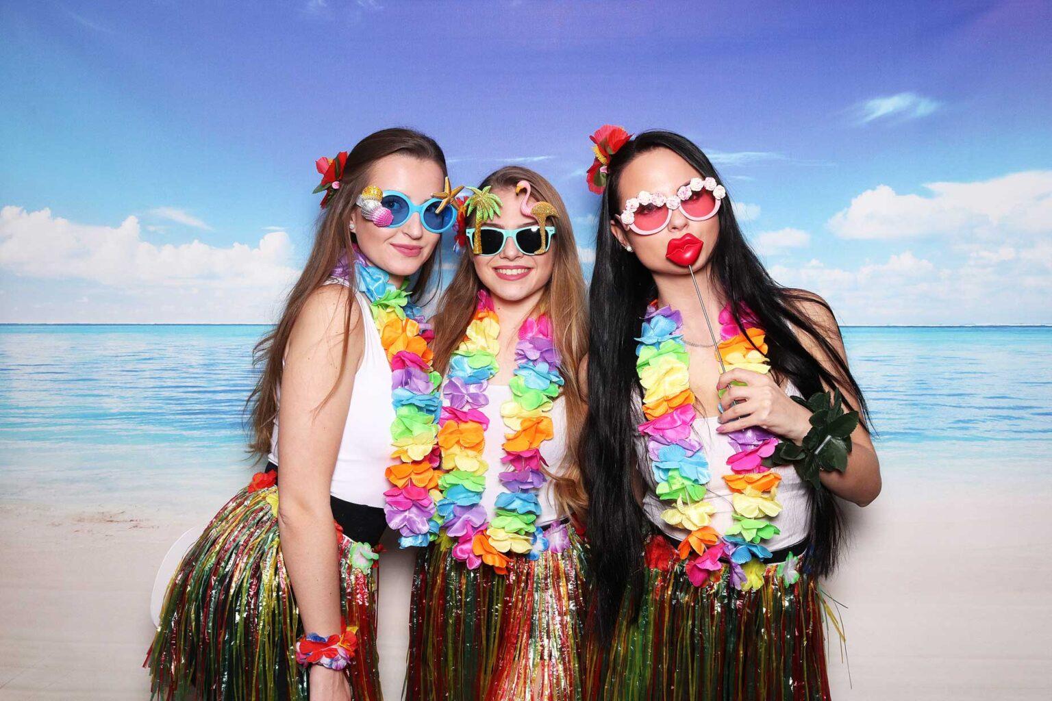 Fotokútik Beach party - tropický večierok - fotobox prenájom fotostena.