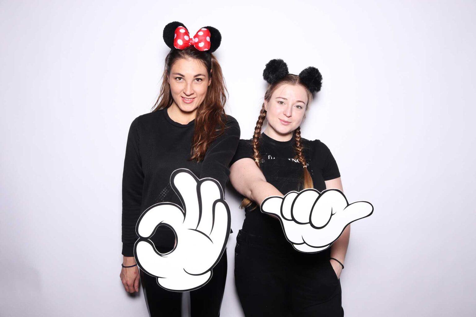 Fotokútik Disney večierok - Bratislava fotostena prenájom - rekvizity.
