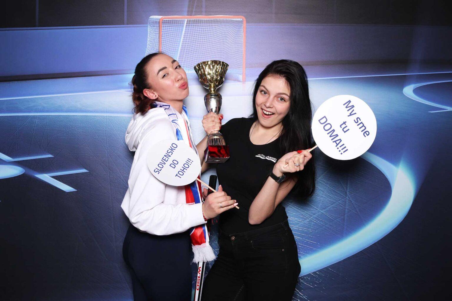 Hokejový fotokútik - rekvizity - pozadie Ice hockey - fotobox Bratislava.