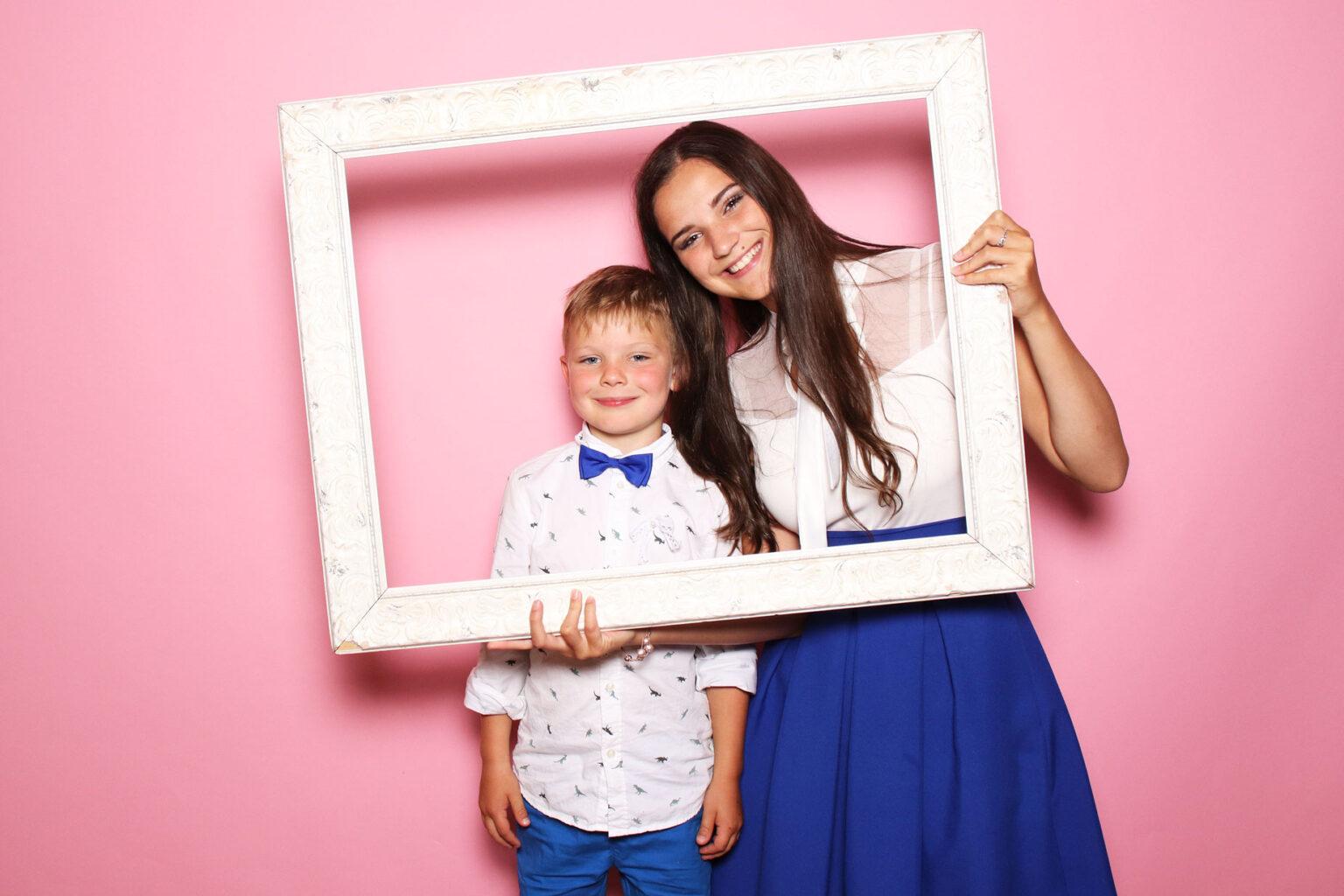 Fotokútik - ružové pozadie prenájom - fotobúdka svadba.
