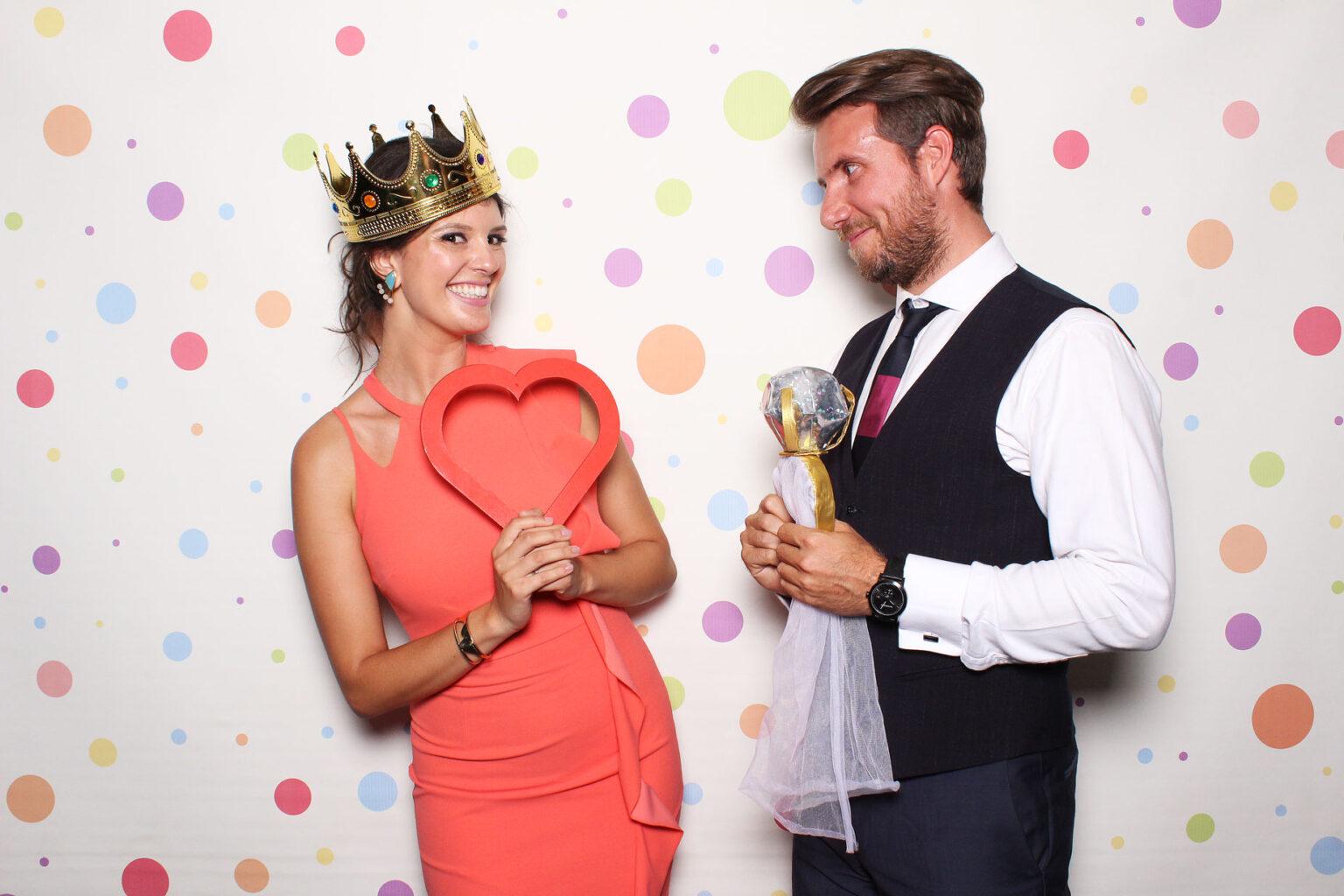 Fotokútik svadba - fotobúdka - pozadie Fun dots 01.