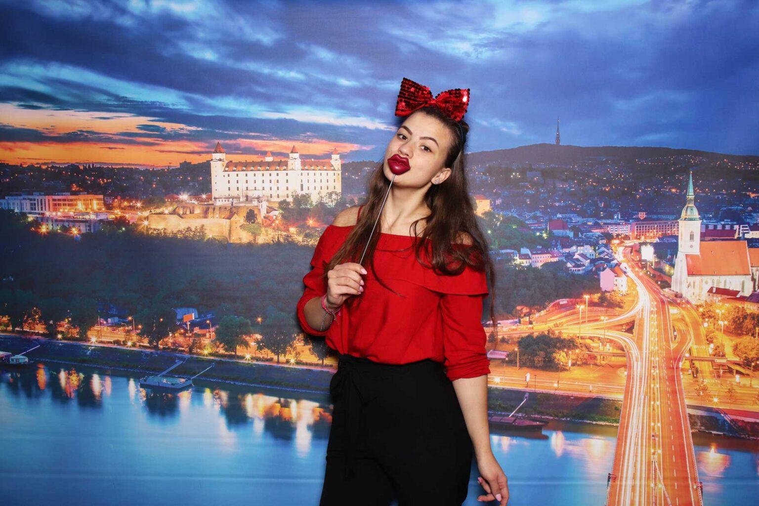 Fotostena Bratislava - prenájom fotokútika na firemný event.