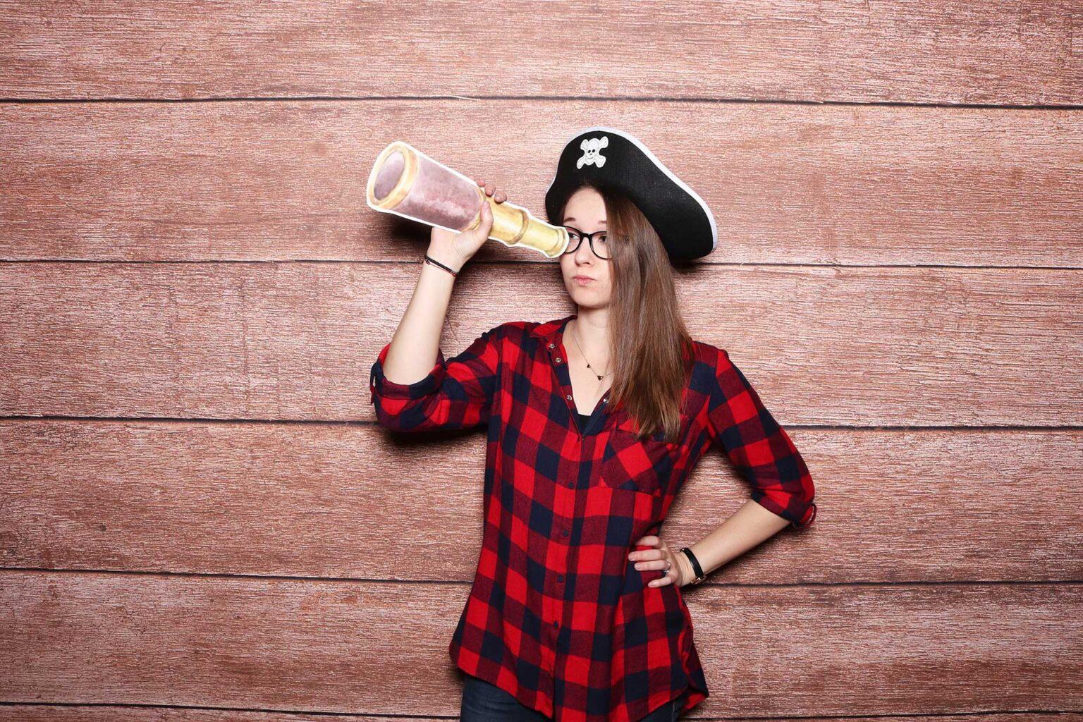 Pirátsky fotokútik - Fotostena Brown wood - drevené pozadie.