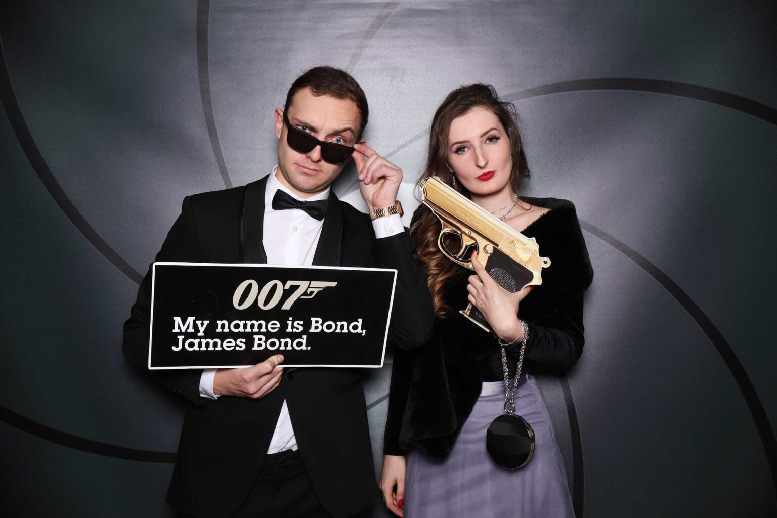 Fotostena James Bond - rekvizity 007 - fotokútik na večierok.