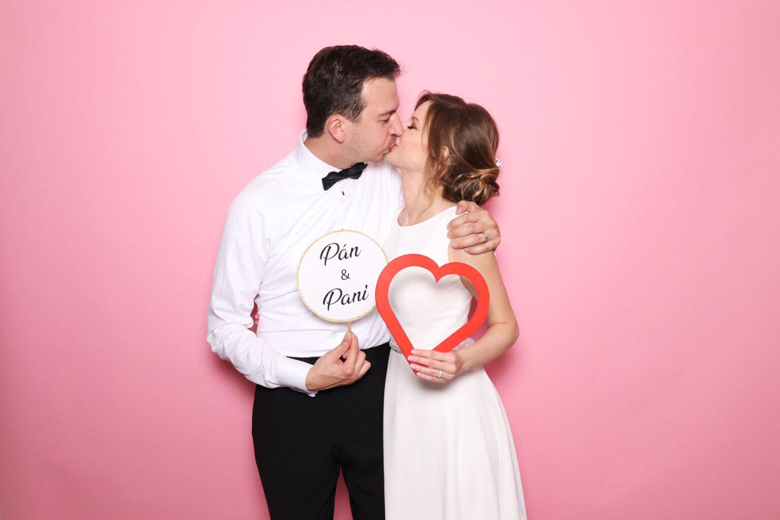 Fotostena na svadbu - ružová, fotokútik prenájom.