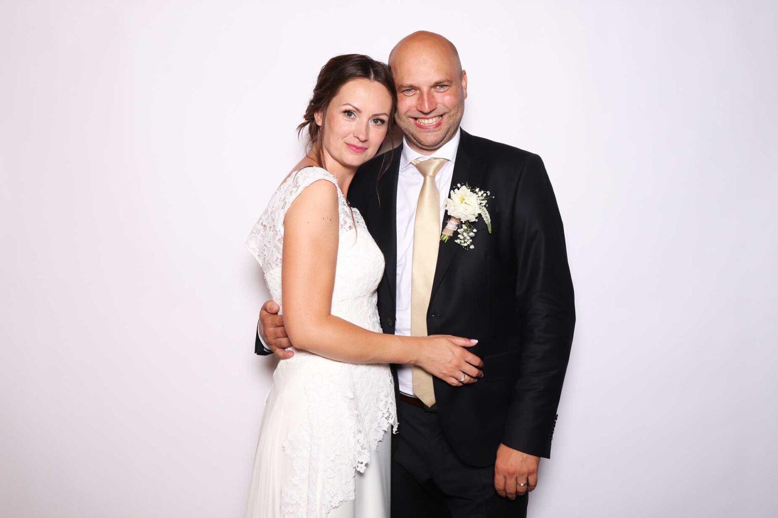 Fotostena White - Biela - fotopozadie na svadbu - fotokútik.