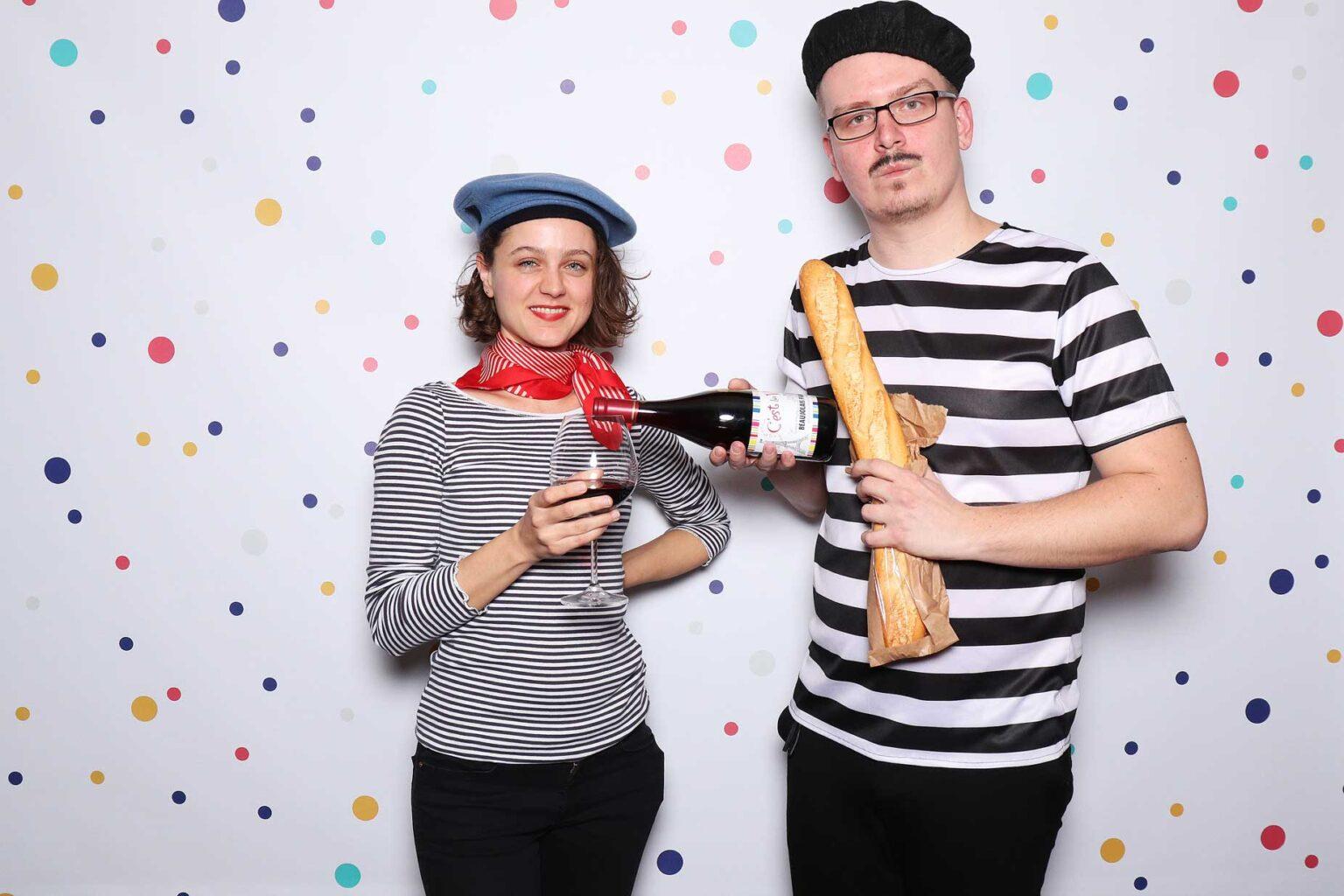 Francúzsky fotokútik - bageta, víno - fotobox Bratislava.