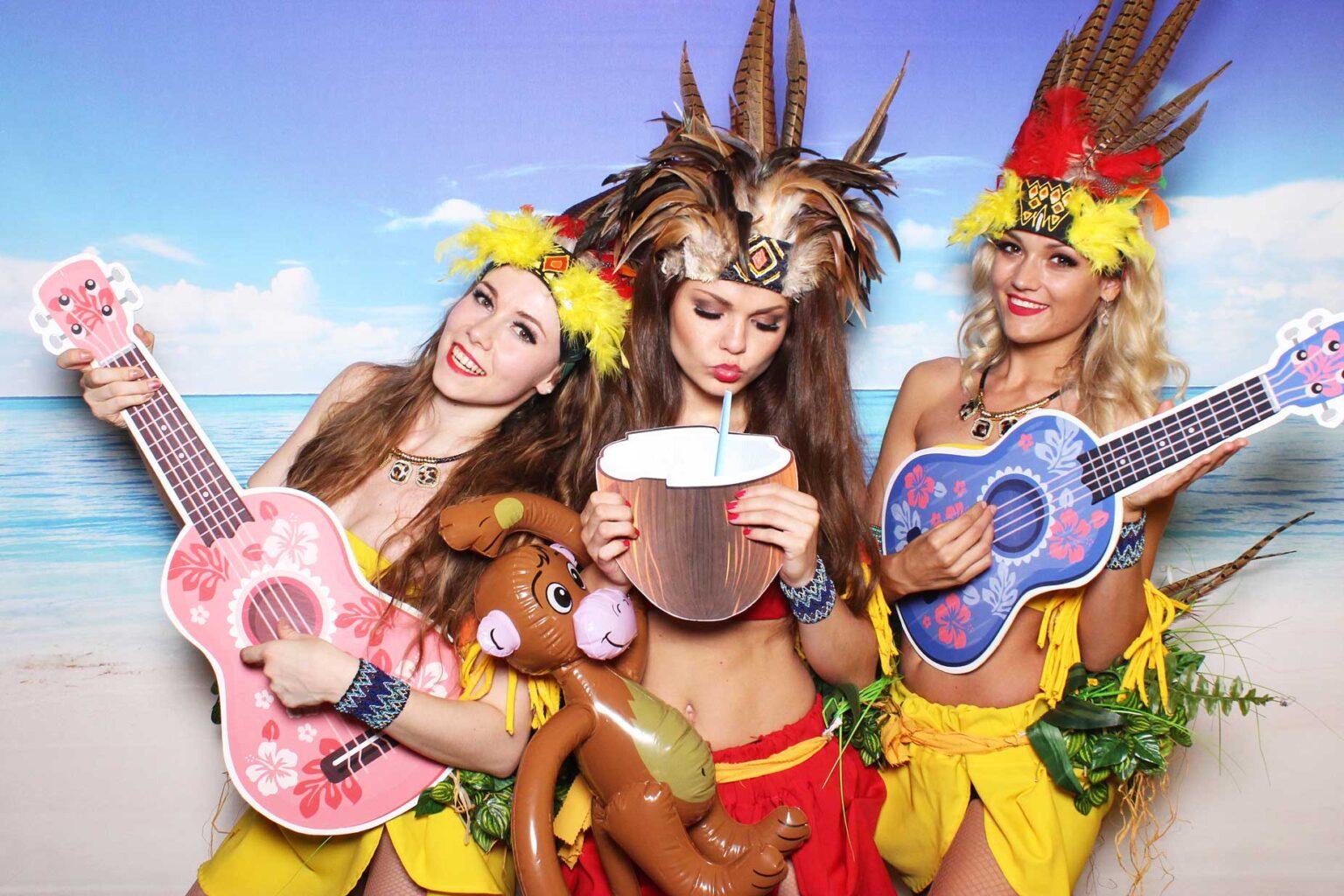 Hawaii party - fotokútik na event - letné rekvizity.