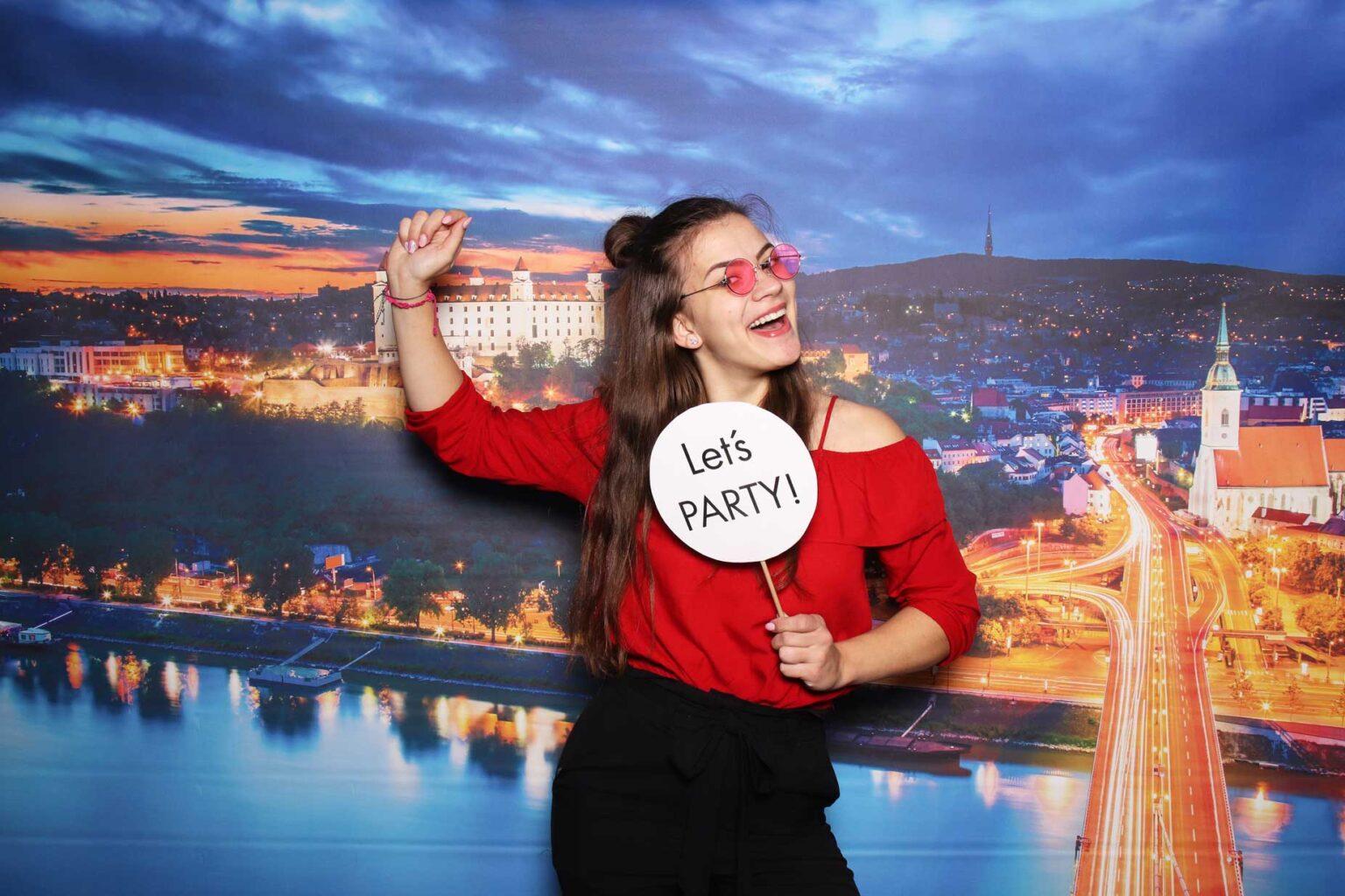 Pozadie Bratislava - fotokútik na firemný večierok - fotobox.