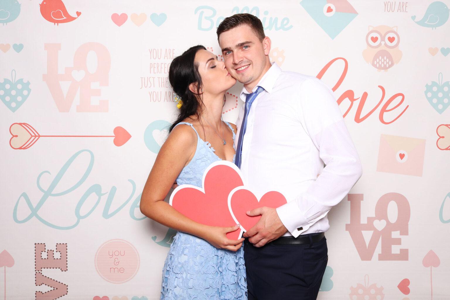 Pozadie Love - svadba fotokutik - fotostena.
