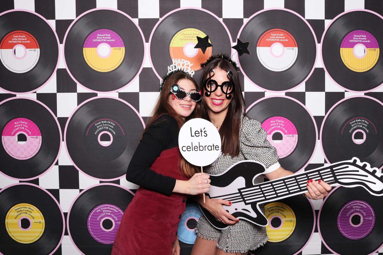 Rock n roll večierok - fotokútik - rekvizity, fotostena, pozadie.