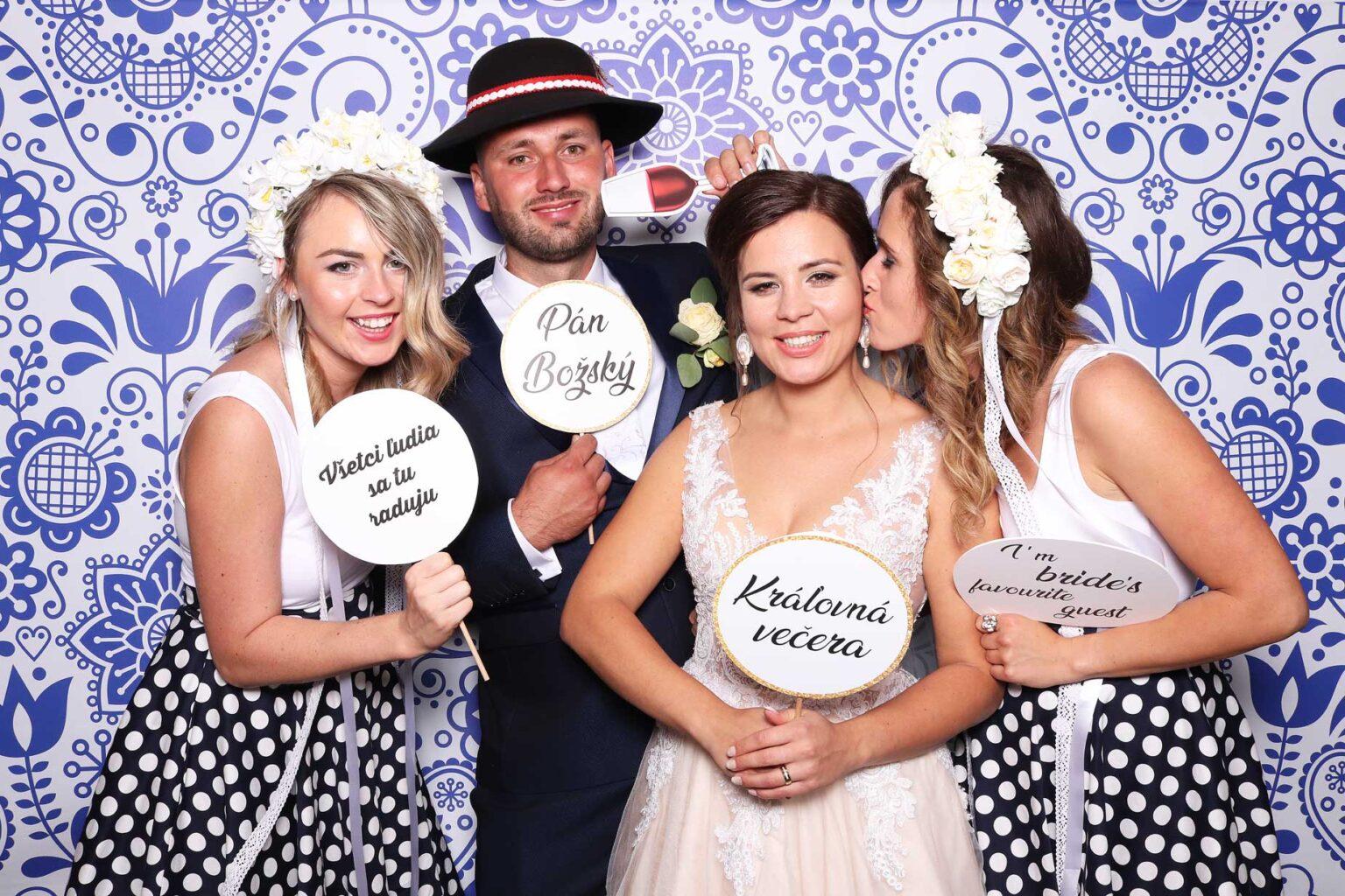 Svadobný fotokútik - fotostena ornamenty- fotobox svadba.