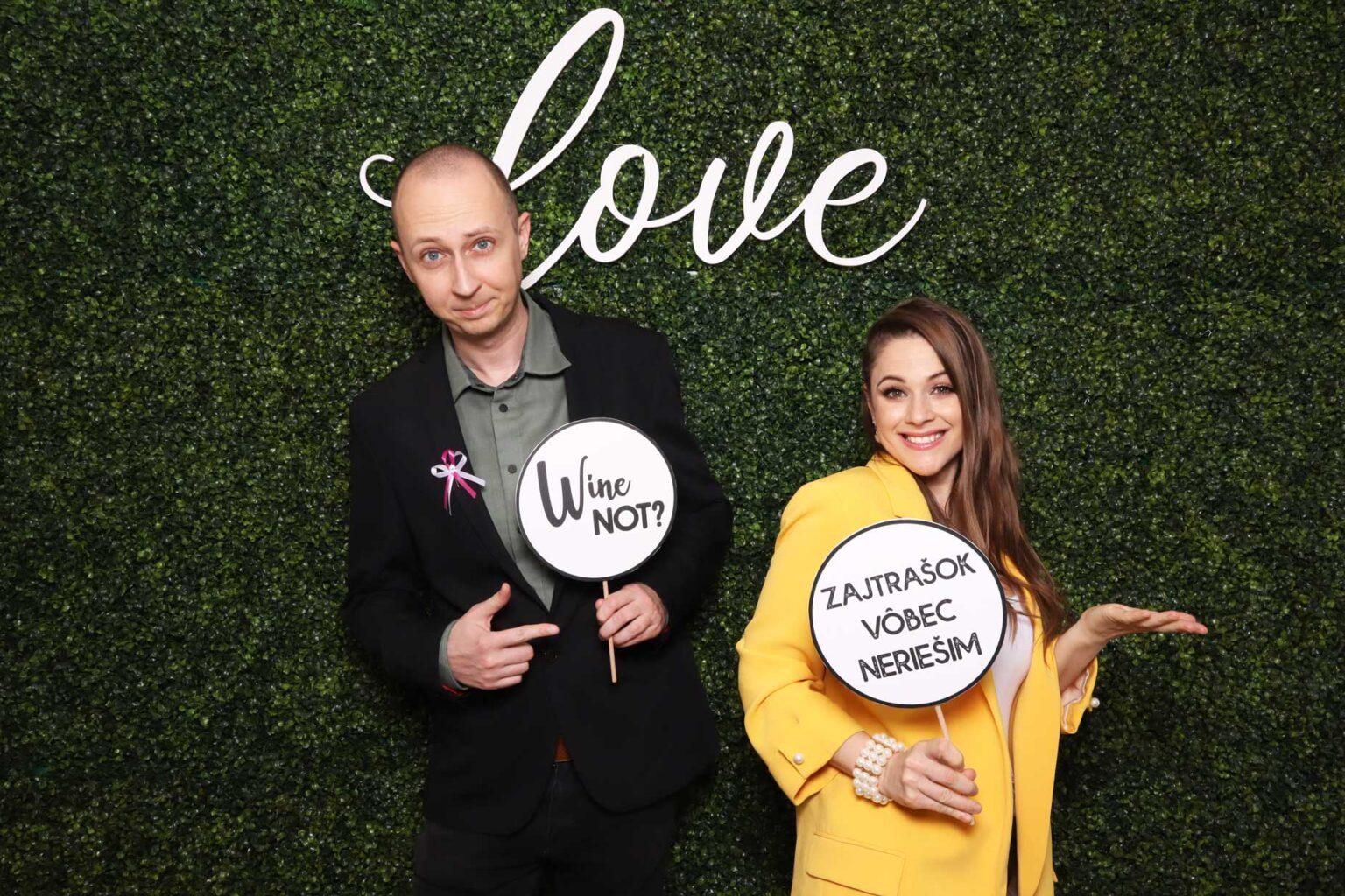 Fotokútik krušpánová fotostena - pozadie Love - svadba event.