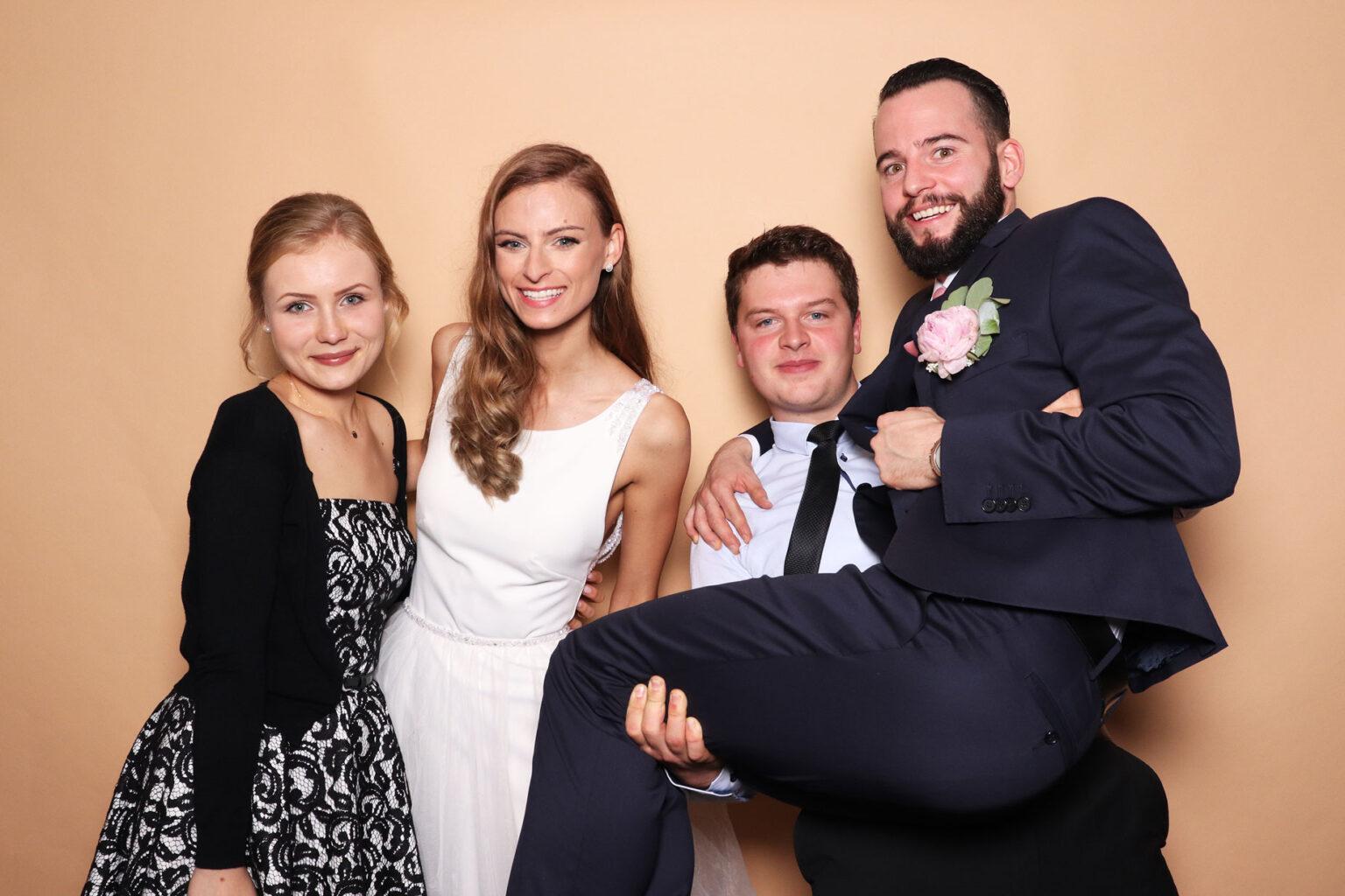 Svadobný fotokútik - fotostena Sandstone - piesková hnedá, svadba.