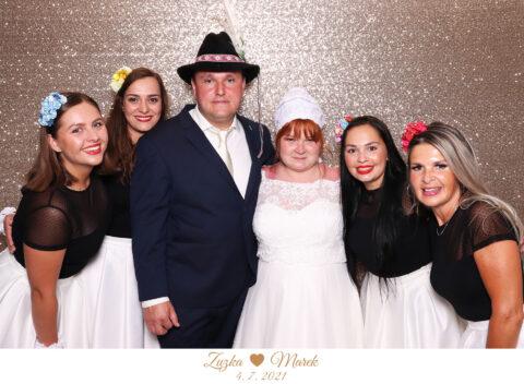 Svadba Bašta Pajštún Borinka fotokútik - champagne fotostena.